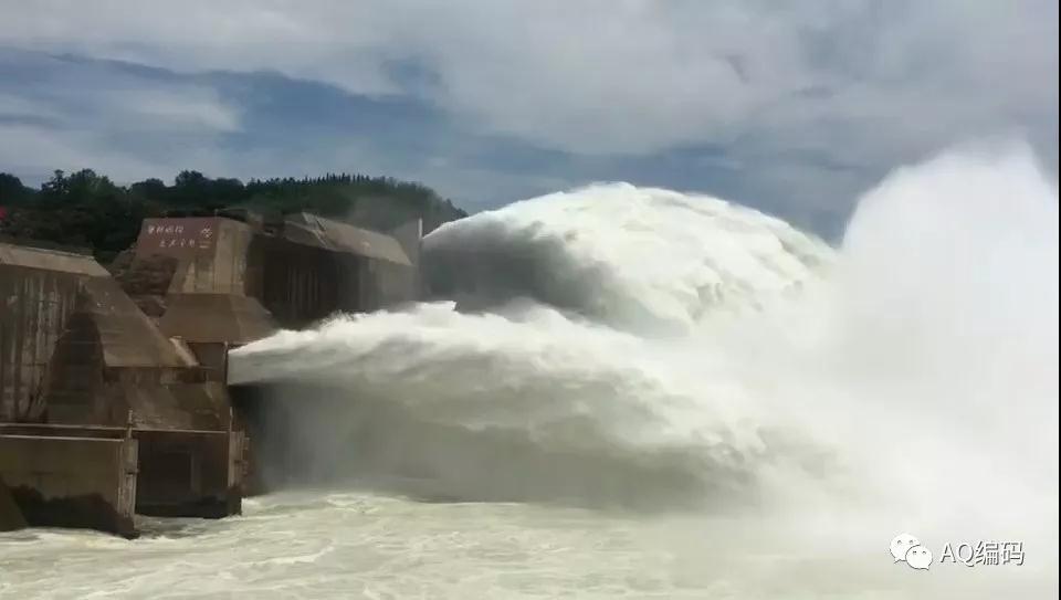 小浪底水庫開閘沖沙,圖片由網友老王頭提供.jpg