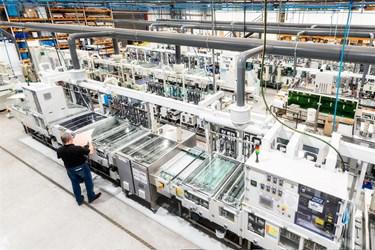 图1.Trackwise公司Tewkesbury制造工厂的PCB化学工艺生产线。.png