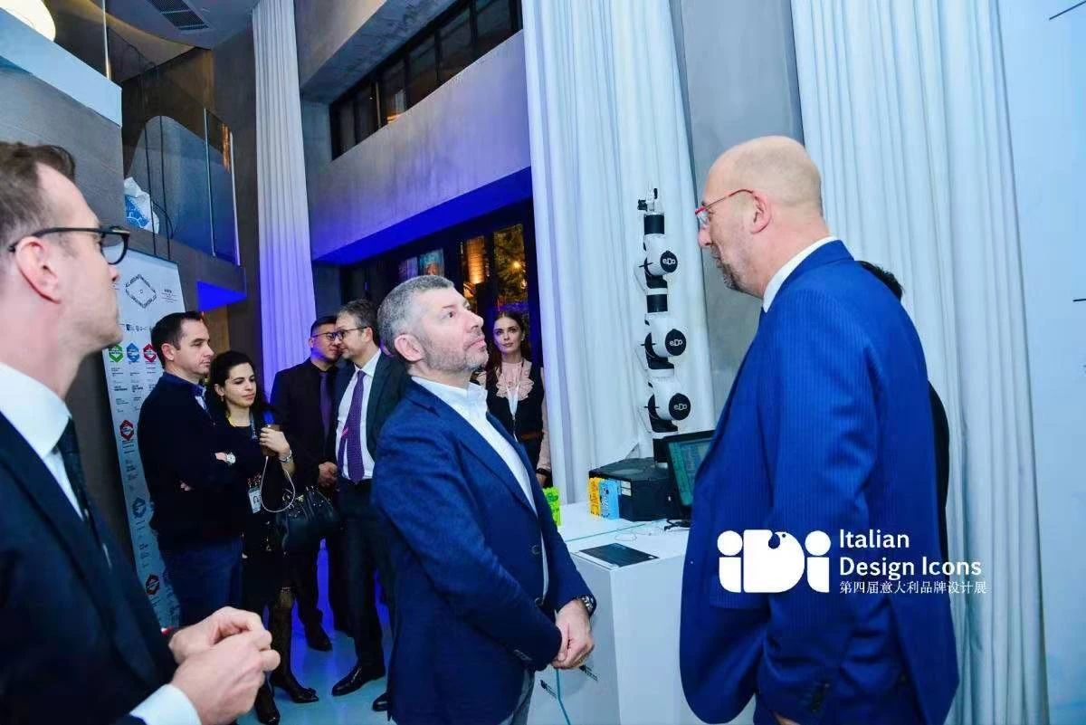 意大利外交与国际合作部副部长 Ivan Scalfarotto 先生参观柯马机器人 e.DO 及 MATE