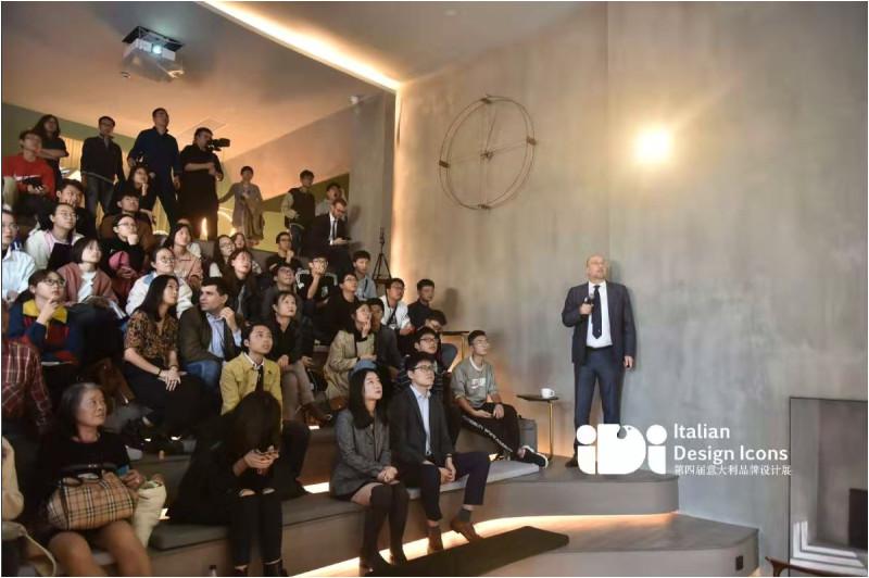 Mauro Anselmetto 先生在设计展上介绍柯马及未来重点发展趋势